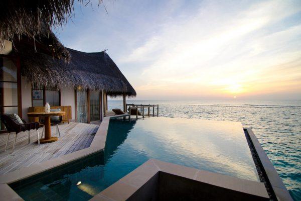 insel-seite-jumeirah-vittaveli-water-villa-private-pool-02-Maledivenexperte