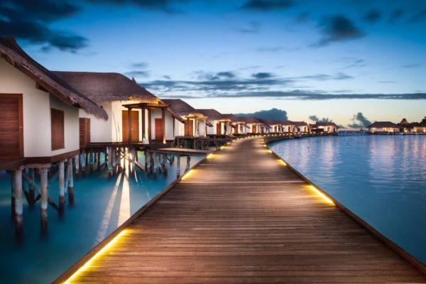 insel-seite-jumeirah-vittaveli-water-villa-with-pool-Maledivenexperte