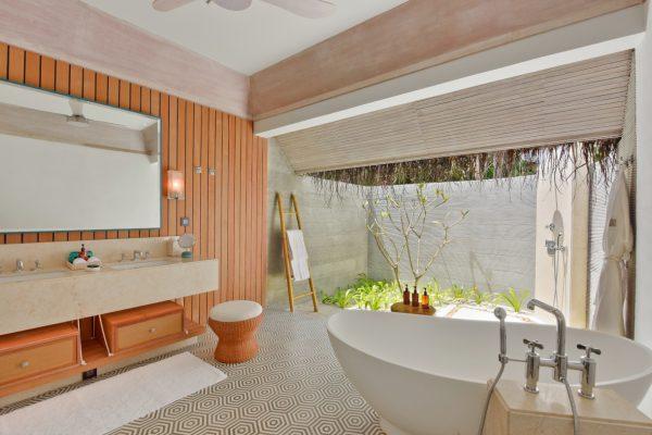 insel-seite-kanahura-island-resort&spa-grand-beach-villa-retreat-family-beach-pool-villa-03-Maledivenexperte