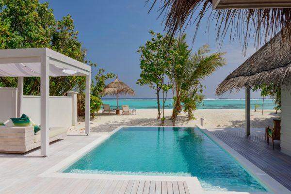insel-seite-kanahura-island-resort&spa-retreat-beach-pool-villa-01-Maledivenexperte