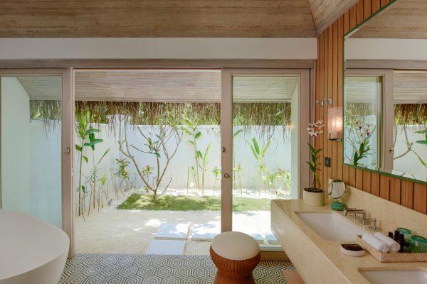insel-seite-kanahura-island-resort&spa-retreat-beach-pool-villa-05-Maledivenexperte