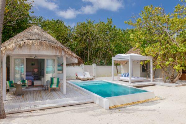 insel-seite-kanuhura-island-resort&spa-retreat-beach-pool-villa-sunrise-02-Maledivenexperte