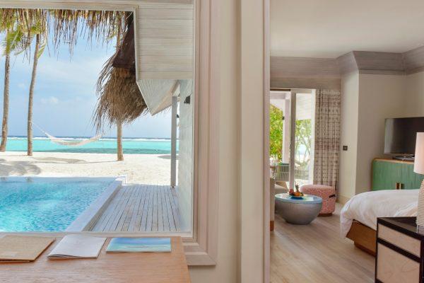 insel-seite-kanuhura-island-resort&spa-retreat-beach-pool-villa-sunrise-07-Maledivenexperte