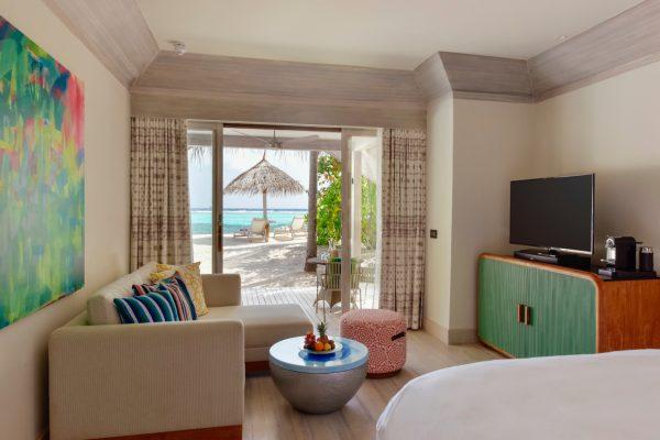 insel-seite-kanuhura-island-resort&spa-retreat-beach-pool-villa-sunrise-10-Maledivenexperte