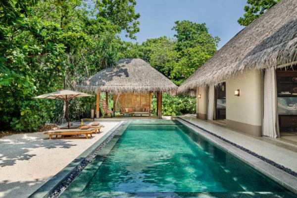 insel-seite-maledivenexperte-joali-maldives-zimmer-luxury-beach-villa-with-pool-03