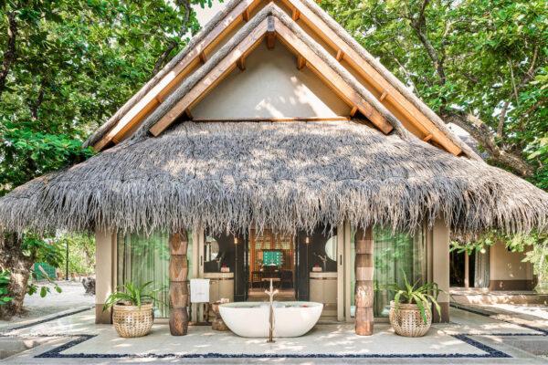 insel-seite-maledivenexperte-joali-maldives-zimmer-luxury-beach-villa-with-pool-04