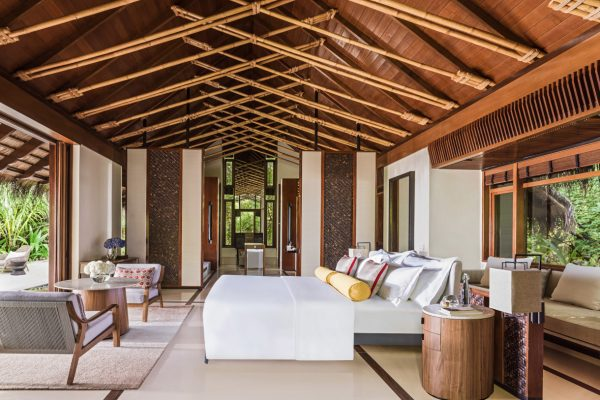 insel-seite-one&only-reethi-rah-beach-villa-bedroom-Maledivenexperte