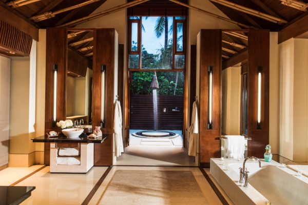 insel-seite-one&only-reethi-rah-beach-villa-with-pool-bathroom-1-Maledivenexperte