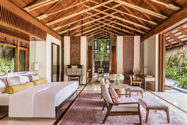 insel-seite-one&only-reethi-rah-beach-villa-with-pool-bedroom-1-Maledivenexperte