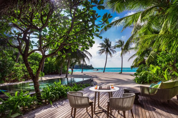 insel-seite-one&only-reethi-rah-beach-villa-with-pool-outdoor-deack-Maledivenexperte