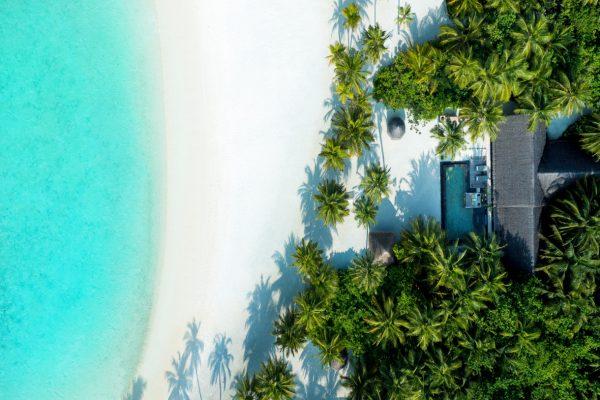 insel-seite-one&only-reethi-rah-grand-beach-villa-aerial-01-Maledivenexperte