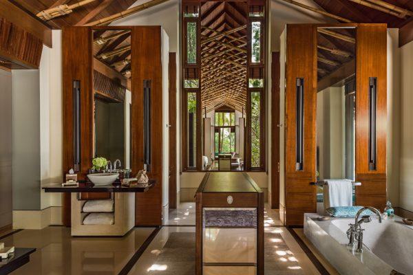 insel-seite-one&only-reethi-rah-grand-beach-villa-bathroom-vanity-area-02-Maledivenexperte