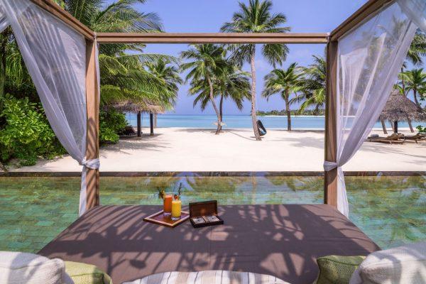 insel-seite-one&only-reethi-rah-grand-beach-villa-cabana-Maledivenexperte