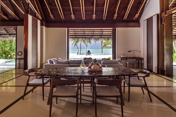 insel-seite-one&only-reethi-rah-grand-beach-villa-dinning-area-Maledivenexperte