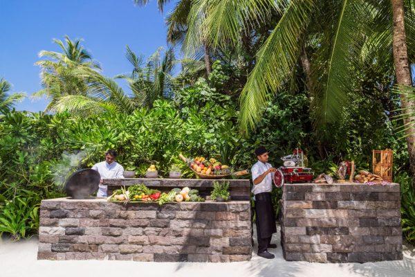 insel-seite-one&only-reethi-rah-grand-beach-villa-private-dining-01-Maledivenexperte