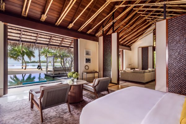 insel-seite-one&only-reethi-rah-grand-beach-villa-view-from-bed-Maledivenexperte