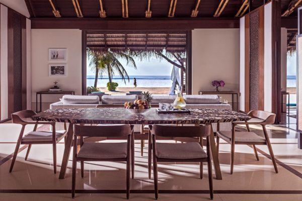 insel-seite-one&only-reethi-rah-grand-sunset-residence-dining-area-Maledivenexperte