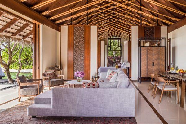 insel-seite-one&only-reethi-rah-grand-sunset-residence-living-room-Maledivenexperte
