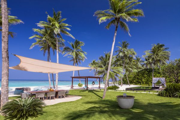 insel-seite-one&only-reethi-rah-grand-sunset-residence-private-courtyard-03-Maledivenexperte