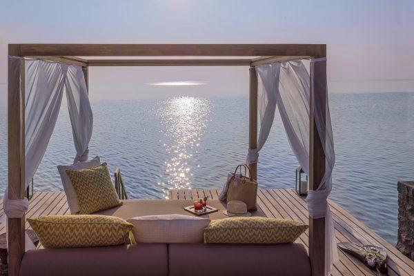 insel-seite-one&only-reethi-rah-grand-water-villa-cabana-01-Maledivenexperte
