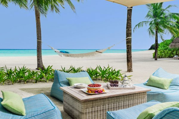 insel-seite-one&only-reethi-rah-two-villa-residence-in-villa-afternoon-tea-01-Maledivenexperte