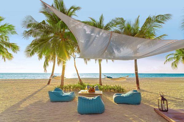 insel-seite-one&only-reethi-rah-two-villa-residence-outdool-living-area-02-Maledivenexperte