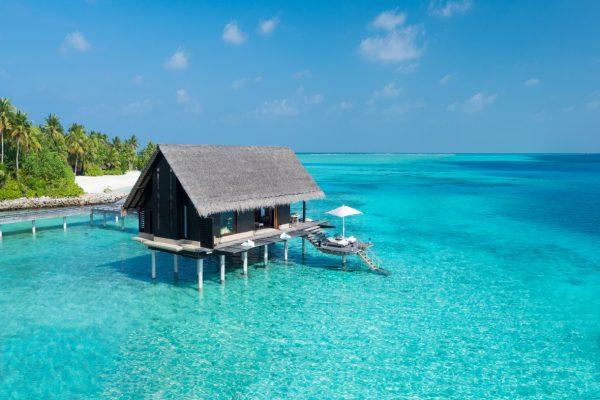 insel-seite-one&only-reethi-rah-water-villa-aerial-01-Maledivenexperte