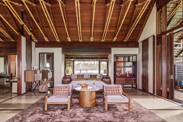 insel-seite-one&only-reethi-rah-water-villa-bedroom-01-Maledivenexperte