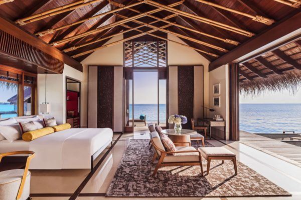 insel-seite-one&only-reethi-rah-water-villa-bedroom-02-Maledivenexperte