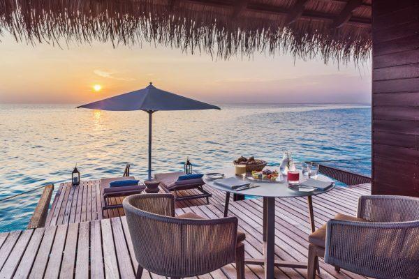 insel-seite-one&only-reethi-rah-water-villa-in-villa-breakfast-Maledivenexperte