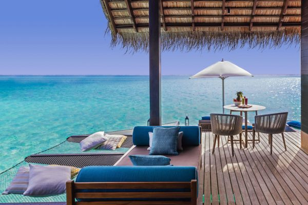 insel-seite-one&only-reethi-rah-water-villa-outdoor-deck-01-Maledivenexperte