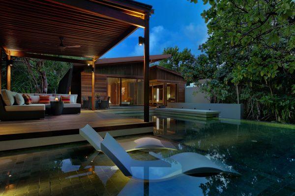 insel-seite-park-hyatt-maldives-2-bedroom-park-pool-villa-outdoor-evening-Maledivenexperte
