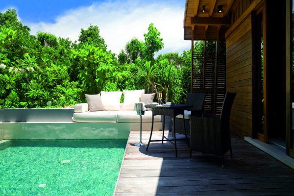 insel-seite-park-hyatt-maldives-park-pool-villa-pool-side-Maedivenexperte