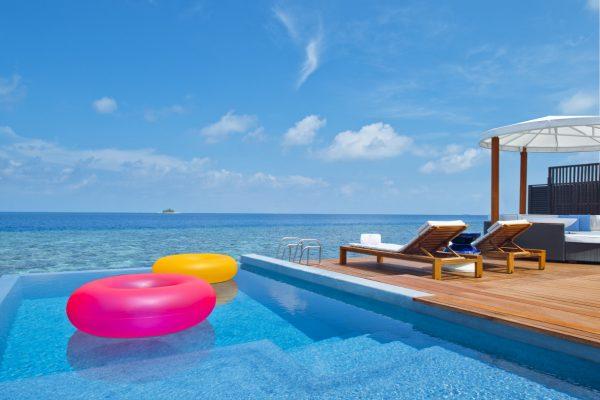 insel-seite-w-maldives-fabulous-overwater-oasis-pool-Maledivenexptere