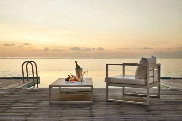 inselseite-conrad-rangali-island-Sunset-Water-Villa-maledivenexperte-01