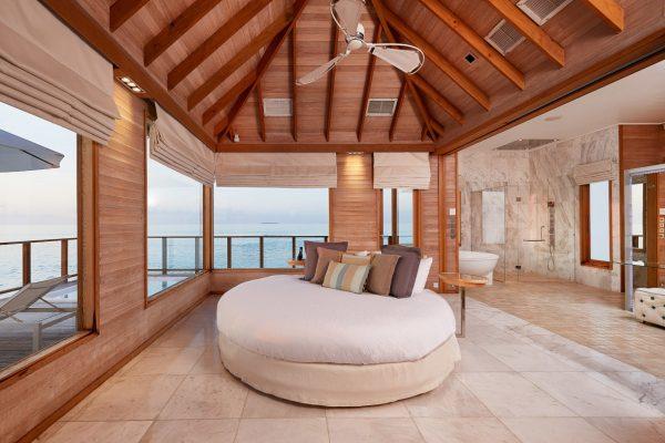inselseite-conrad-rangali-island-Sunset-Water-Villa-maledivenexperte-03