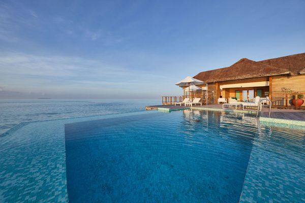 inselseite-conrad-rangali-island-Sunset-Water-Villa-maledivenexperte-05