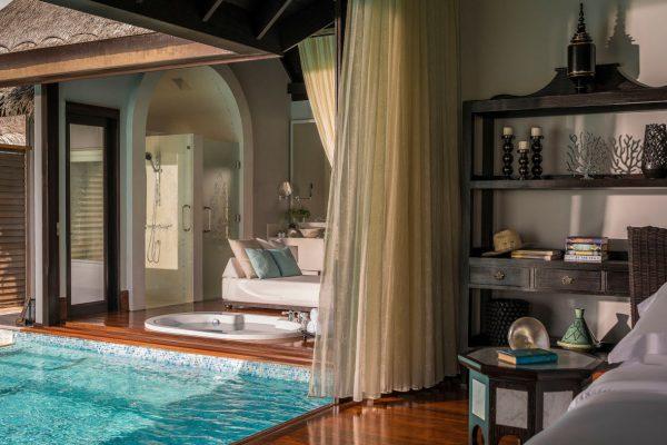 insel-seite-Anantara-Kihavah-zimmerkategorien-Over-Water-Pool-Villa-maledivenexperte-4