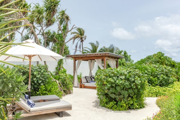 insel-seite-fairmont-maldives-3-bedroom-beach-villa-second-outdoor-space-Maledivenexperte