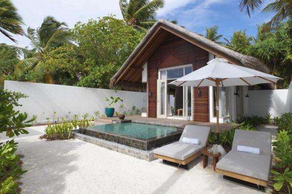 insel-seite-fairmont-maldives-beach-villa-exterior-Maledivenexperte