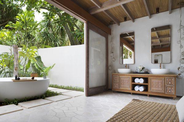 insel-seite-fairmont-maldives-delux-beach-sunset-villa-bathroom-Maledivenexperte