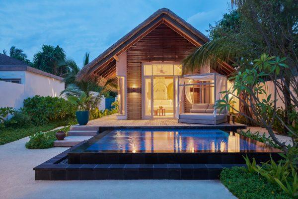 insel-seite-fairmont-maldives-deluxe-beachseunst-villa-Maledivenexperte