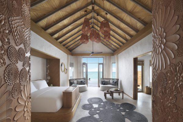 insel-seite-fairmont-maldives-grand-water-villa-bedroom-Maledivenexperte