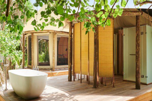 insel-seite-fairmont-maldives-tented-jungle-villa-03-Maldivenexperte