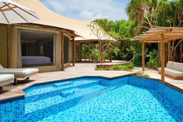 insel-seite-fairmont-maldives-tented-jungle-villa-04-Maldivenexperte
