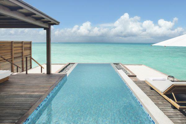 insel-seite-fairmont-maldives-water-villa-plunge-pool-landscape-Maledivenexperte