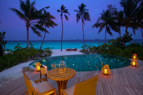 insel-seite-milaidhoo-island-beach-pool-villa-09-Maledivenexperte