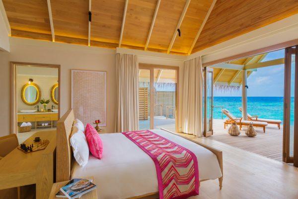 insel-seite-milaidhoo-island-water-pool-villa-bedroom-02-Maledivenexperte