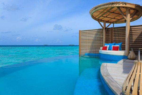 insel-seite-milaidhoo-island-water-pool-vlla-deck-01-Maledivenexperte