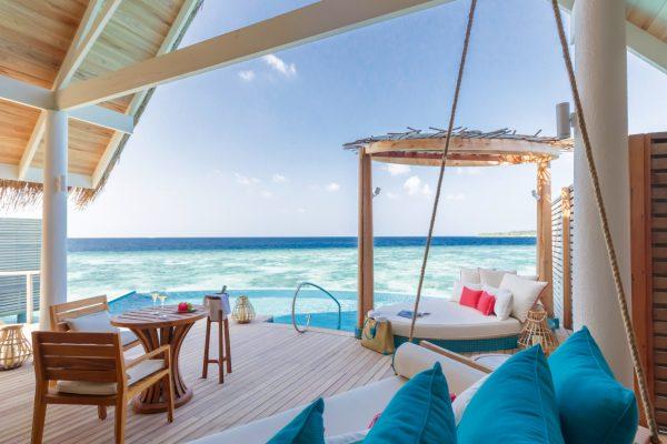 insel-seite-milaidhoo-island-water-pool-vlla-deck-02-Maledivenexperte